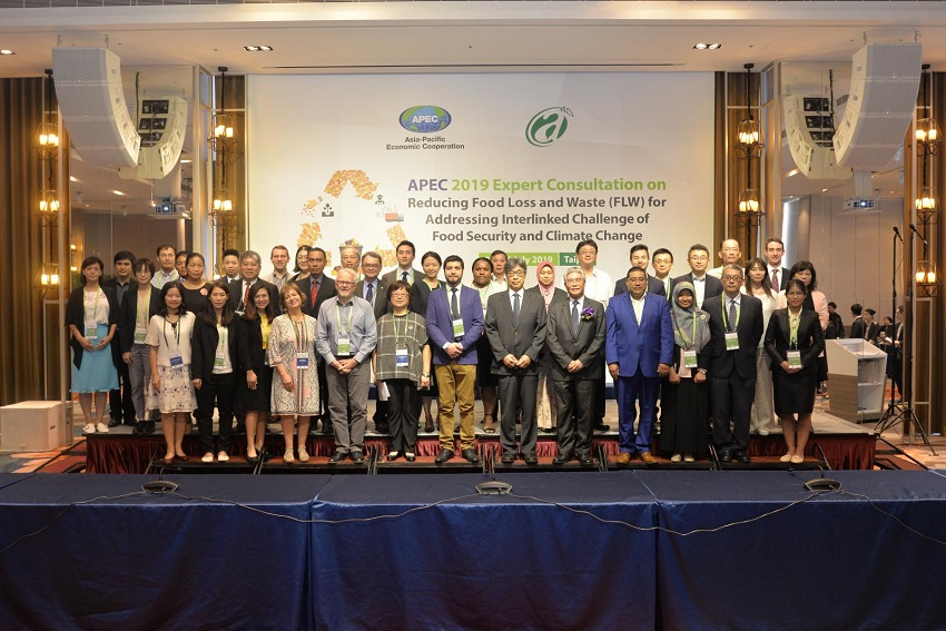 Experts and officials from 14 APEC member economies take part in a consultation on combating food loss running July 25-26 in Taipei City. (Courtesy of COA)