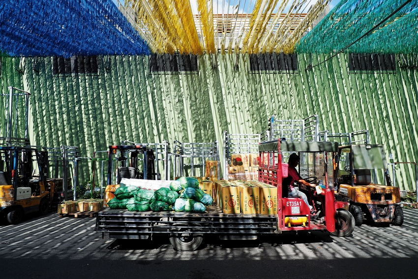Xiluo fruit and vegetable market (photo by Jimmy Lin)