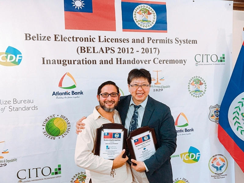 Dylan Su (right), a Hyweb project manager, and José Trejo, director of Belize's Bureau of Standards, attend a ceremony marking the inauguration of Belize's electronic licenses and permits system. (courtesy of Hyweb Technology)