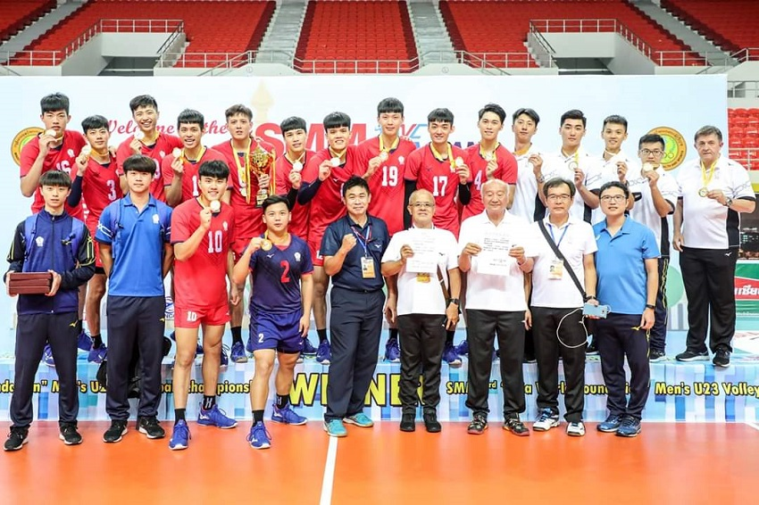 Team Taiwan members proudly display gold medals won at the Asian Men's U23 Volleyball Championship Aug. 11 in Nay Pyi Taw, Myanmar. (Courtesy of AVC Facebook)