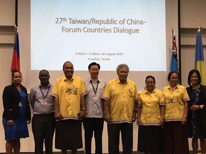 MOFA Minister Jaushieh Joseph Wu (fourth left) is joined by the presidents, prime ministers and foreign ministers from Taiwan's Pacific allies during the Taiwan/ROC Forum Countries Dialogue Aug. 16 in Tuvalu. (MOFA)
