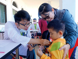 Children are the main beneficiaries of Changhua Christian Hospital free clinics in Thailand. (Photo courtesy of CCH)