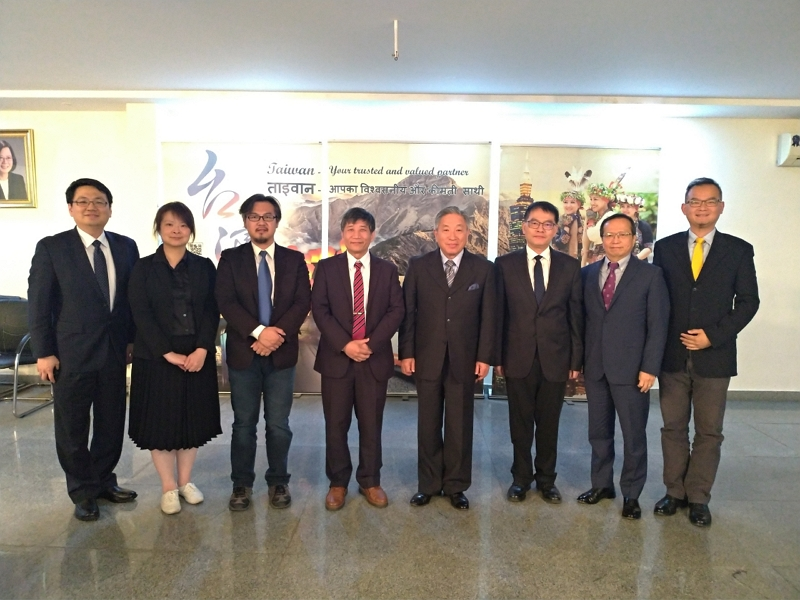 Mr. Cheng (Right 5) and the delegation called on Amb. Tien (Right 4) at TECC, accompanied by staff of TECC.