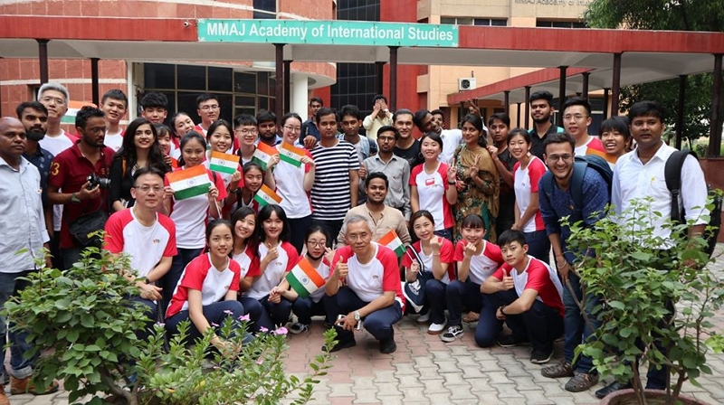Participants in the 2019 International Youth Ambassadors Exchange Program are all smiles at the MMAJ Academy of International Studies in India. This year's edition is accepting applications through April 30. (MOFA)