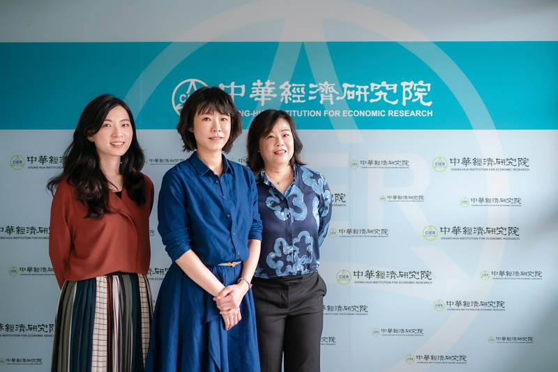 A team from the Chung-Hua Institution for Economic Research assists in interfacing with Taiwan hospital teams and leads medical-related businesses into New Southbound Policy partner countries. (photo by Lin Min-hsuan)