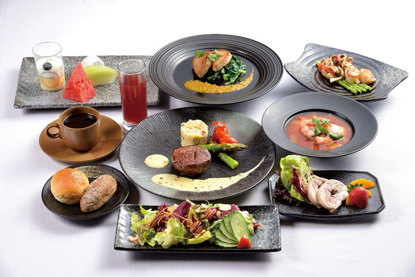Diners looking for a sophisticated halal dining experience can enjoy a set meal featuring beef and tuna dishes at The Ambassador Hotel Taipei's Ahmicafe. (Photo courtesy of The Ambassador Hotel Taipei)