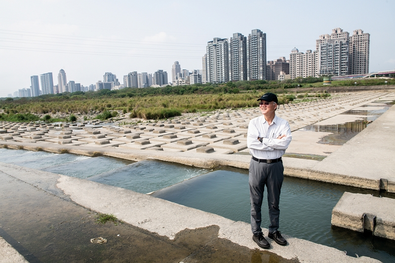 Tzeng has devoted his life to saving ecosystems by building fish ladders that let fish find their way home. (photo by Kent Chuang)