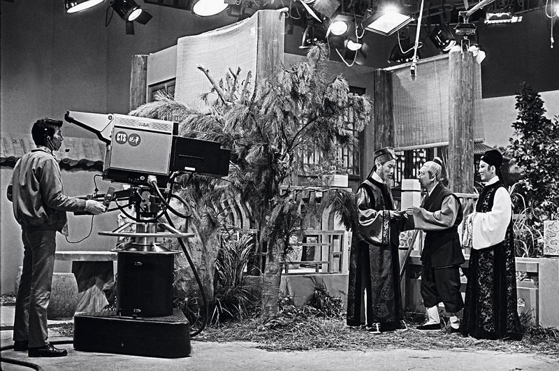 The work of the Taiwan Film and Audiovisual Institute now covers TV and radio heritage. This photo shows China Television System filming its 1972 drama series Qi Shi Fu Qi, on the legend of a star-crossed couple who transmigrate through seven generations in order to be together. The male lead was played by pan-Asian megastar Ivy Ling Po (first right). (courtesy of the Ministry of Foreign Affairs)