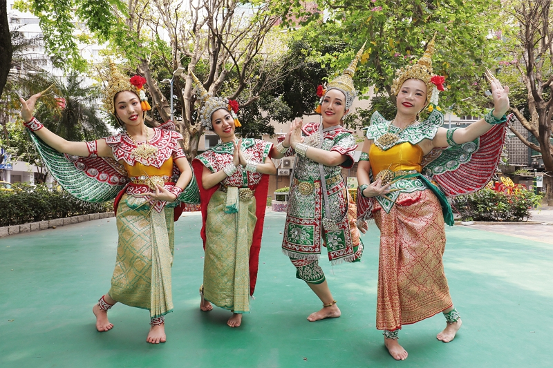 The members of the Four Faces dance group are all Thai by birth and they all have a firm foundation of dance training. (photo by Jimmy Lin)