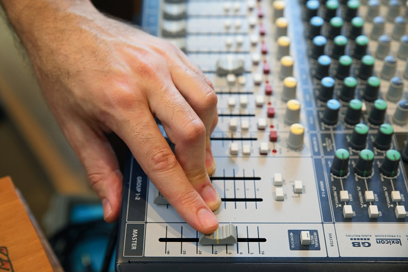 The right sounds for a particular work can be produced using a mixer. (photo by Jimmy Lin)