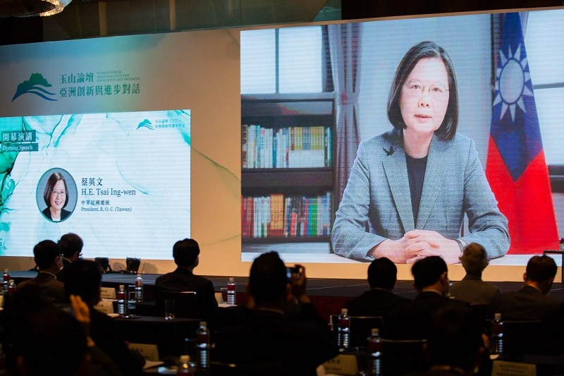 President Tsai Ing-wen delivers a keynote address at the Yushan Forum: Asian Dialogue for Innovation and Progress Oct. 8 in Taipei City. (Staff photo/Chin Hung-hao)