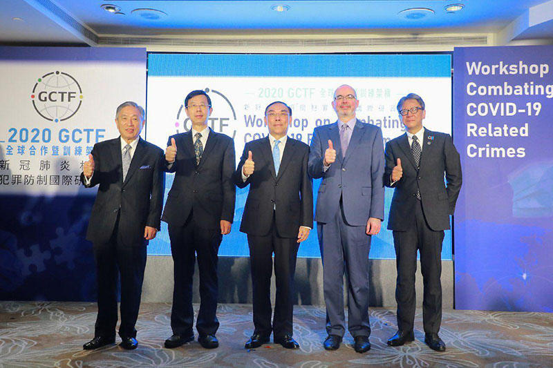 MOFA Deputy Minister Tien Chung-kwang (from left) is joined by MJIB Director-General Leu Weng-jong, MOJ Minister Tsai Ching-hsiang, AIT Deputy Director Raymond Greene and JTEA Deputy Rep. Yokochi Akira in giving the thumbs-up during the virtual GCTF workshop on combating crimes related to COVID-19 Oct. 28 in Taipei City. (MOFA)