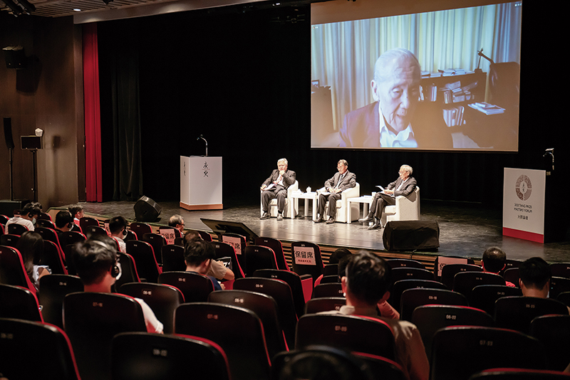In a videoconference at the Tang Prize Masters' Forum for Sinology, hosted by National Chengchi University, Wang Gungwu noted that the diversity of the field of Sinology is facing new challenges. (photo by Lin Min-hsuan)