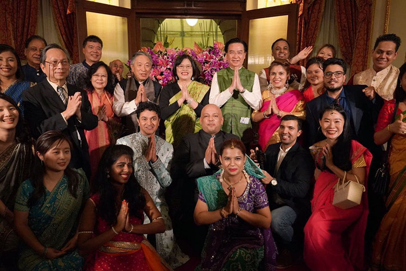 Foreign Minister Jaushieh Joseph Wu (third row, fifth right) is joined by officials, business representatives, expatriates and students during a Diwali celebratory function Nov. 13 at historic Taipei Guest House. (MOFA)
