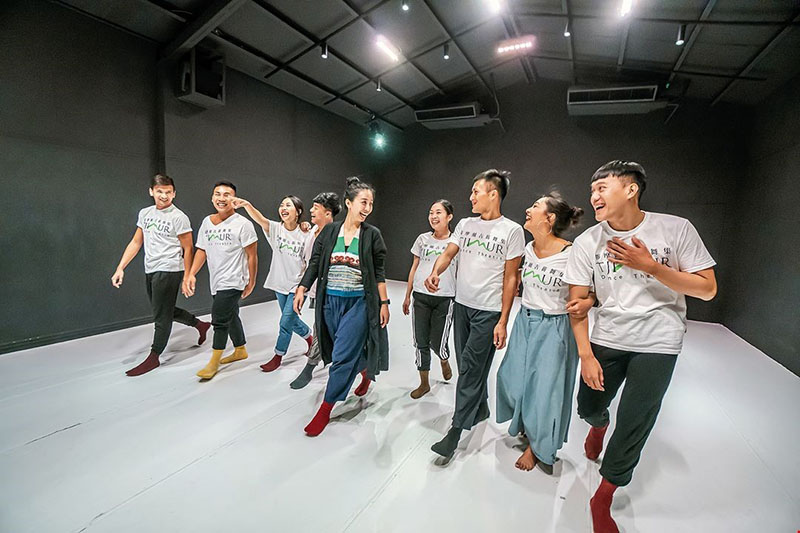 Tjimur Dance Theatre is like a happy family. They epitomize the Paiwan people's family-oriented traditional culture, at once introverted and richly textured.