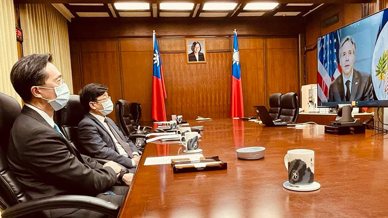 MOFA Department of North American Affairs Director-General Douglas Yu-tien Hsu (first left) and Taiwan CDC Director-General Chou Jih-haw are all ears as U.S. Secretary of State Antony Blinken delivers his opening remarks during the virtual. (MOFA)